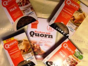 Quorn Hack und Bratwurst