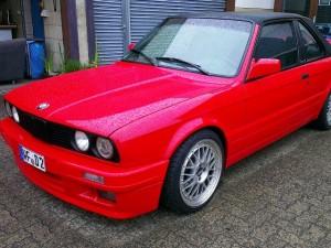 BMW Coupe (man achte auf das Kennzeichen, sein ganzer Stolz)