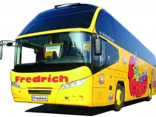 Busreisen sicher buchen, Quelle: by_Jürgen Fredrich_pixelio.de