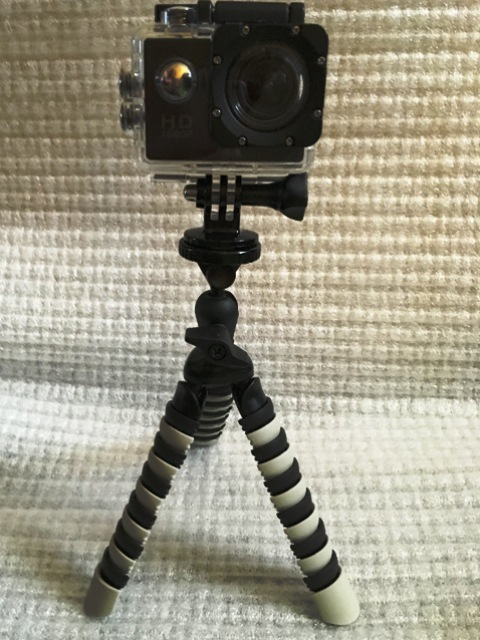 Dreibeinstativ mit Actionkamera