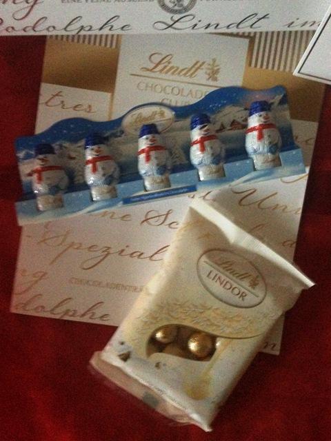 Lindt Chocoladen-Box, 2 Weihnachtsmänner, 5 Schoko-Schneemänner & LINDOR von Lindt