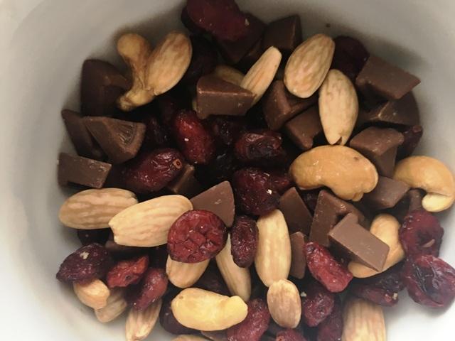 Studentenfutter, unter anderem mit Schokolade