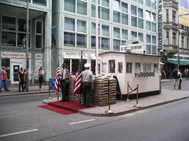Berlin, Checkpoint Charlie,Quelle: pixabay