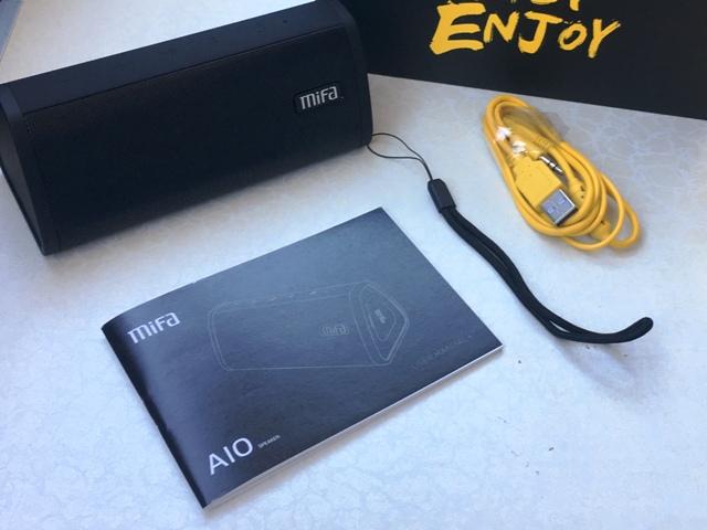 Stereo Bluetooth Lautsprecher , Von MIFA, der Lieferumfang