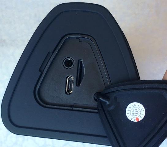 Stereo Bluetooth Lautsprecher , Von MIFA, seitliche Klappe mit Steckplätzen