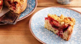 Pflaumenkuchen mit Pudding und Zimtstreuseln