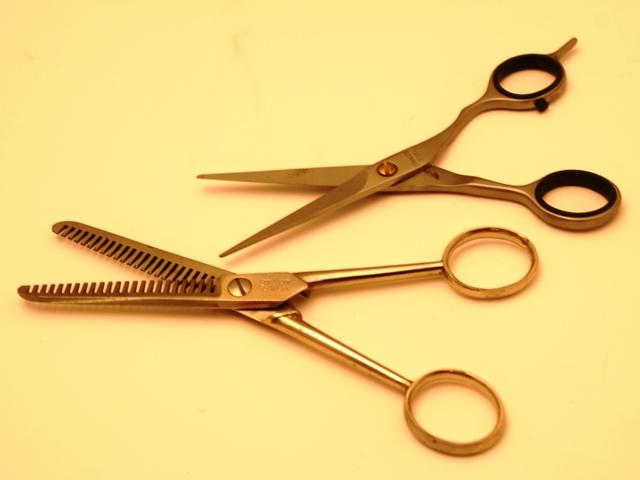 Haare selbst schneiden, Quelle:Quelle: S.-Hofschlaeger_pixelio.de