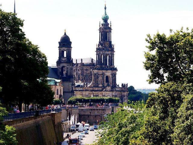 Katholische Hofkirche, Bild von andreasmetallerreni auf Pixabay
