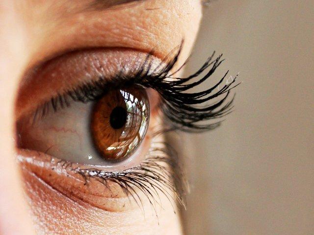 Wimpernlaminierung, Bild von Giulia Marotta auf Pixabay