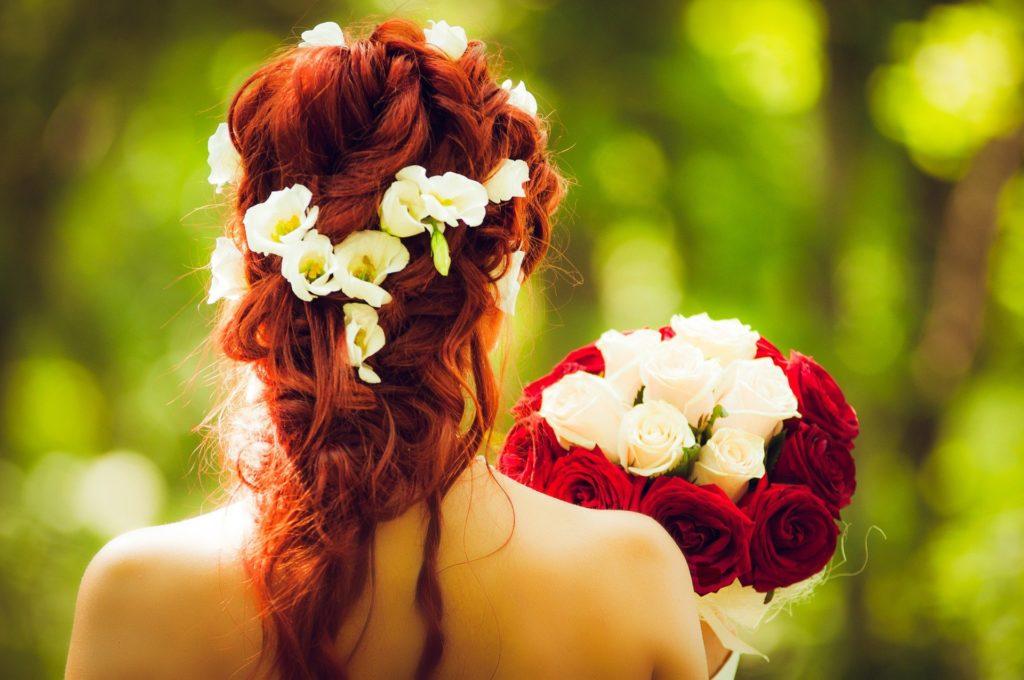 Haarstyling, Bild von melancholiaphotography auf Pixabay