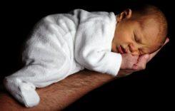Der Babystrampler – Praktische Babykleidung für die ersten Monate