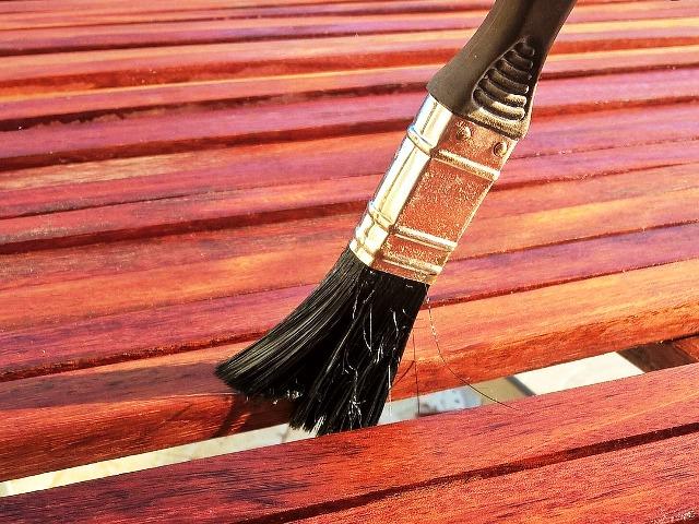 Holz versiegeln, Bild von Ulrike Mai auf Pixabay