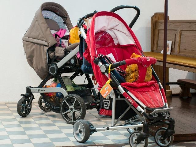 Kinderwagen, Bild von Manfred Antranias Zimmer auf Pixabay